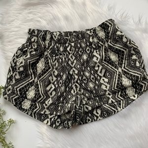 American Eagle I Black and White Patterned Shorts